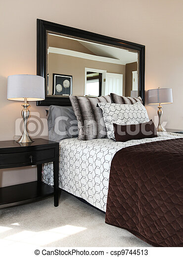 photo brun blanc chambre coucher fin haut image images photo libre de droits photos. Black Bedroom Furniture Sets. Home Design Ideas