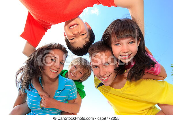 Five children looking down - csp9772855