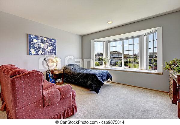 Stock de fotos dormitorio grande ventana peque o cama for Sillon cama pequeno