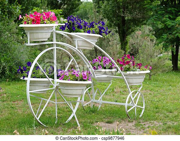 Stock de fotos flores ollas arriate jard n imagenes for Arriate jardin