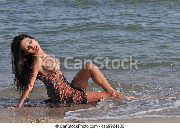 woman bathing in the sea - csp9924103
