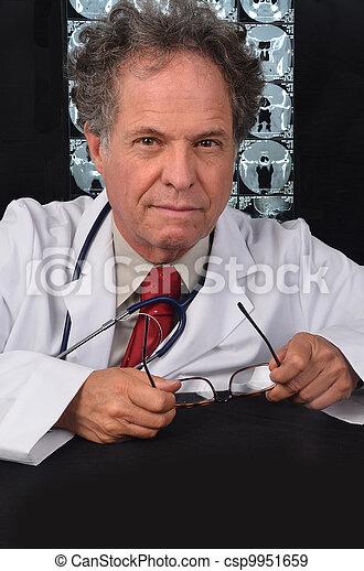 médico, doutor maduro - csp9951659
