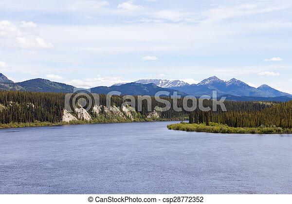 El territorio de Yukon del río Teslin - csp28772352