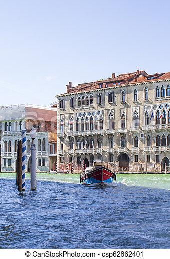 Casas en el gran canal en Venice - csp62862401