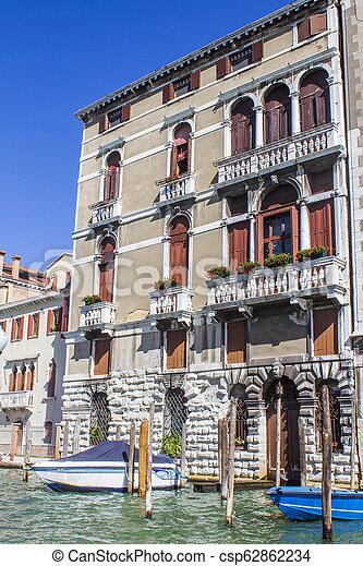 Casas en el gran canal en Venice - csp62862234