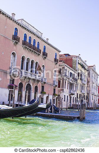 Casas en el gran canal en Venice - csp62862436