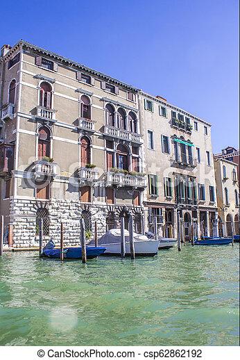 Casas en el gran canal en Venice - csp62862192