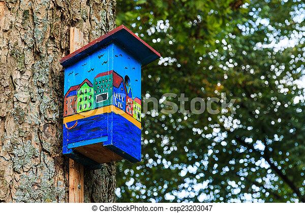 Las casas coloridas de los canales de los pájaros están al lado - csp23203047