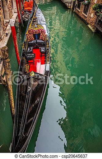 Gondola en el canal - csp20645637
