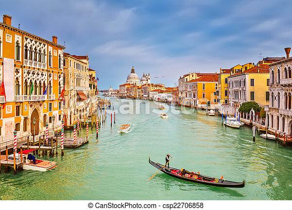 Gondola en el gran canal - csp22706858