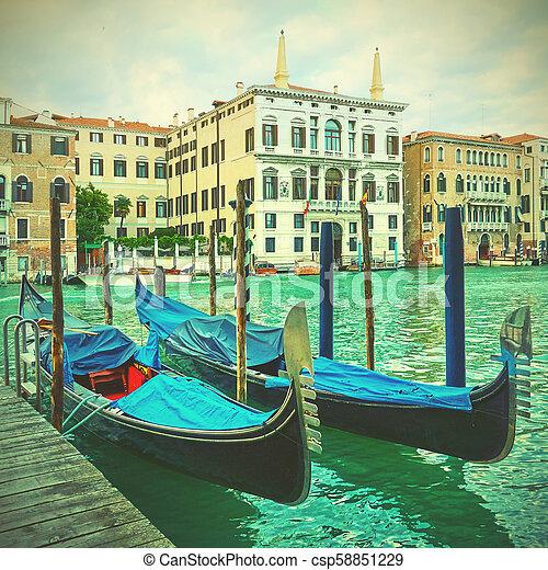Gondolas en el gran canal de Venecia - csp58851229