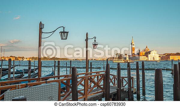 Vista de la iglesia san giorgio maggiore en Venecia, Italia, el gran canal - csp60783930