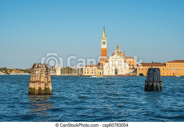 Vista de la iglesia san giorgio maggiore en Venecia, Italia, el gran canal - csp60783054