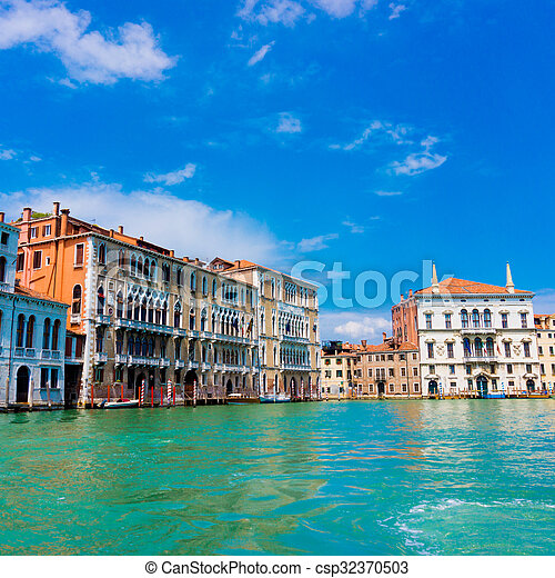 Gran canal de Venecia, Italia - csp32370503