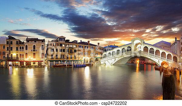 Venecia, el puente Rialto y el gran canal - csp24722202