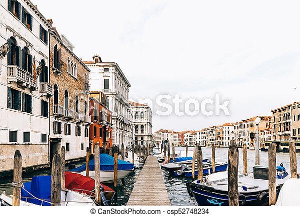 Gran canal de Venecia Italia - csp52748234