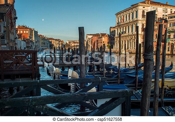 Buenos días, el gran canal de Venecia - csp51627558