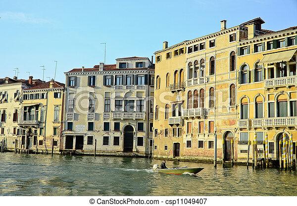 Gran canal en Venecia - csp11049407