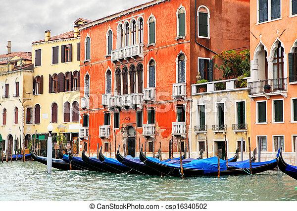 Gran canal en Venecia - csp16340502