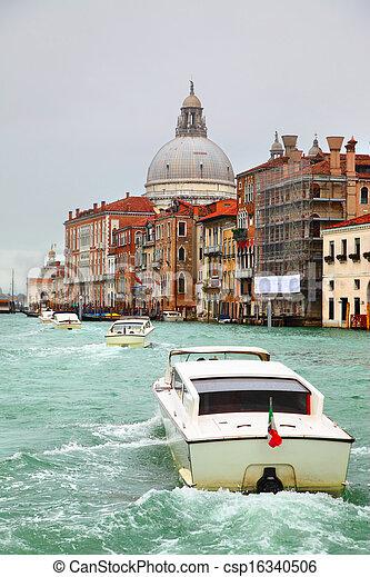 Gran canal en Venecia - csp16340506