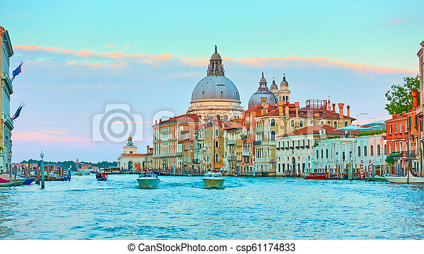 El gran canal en Venecia - csp61174833