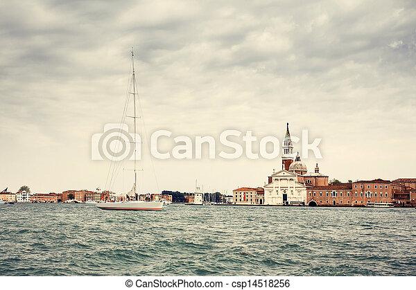 Gran canal en Venecia - csp14518256