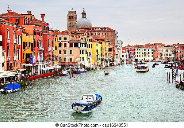 Gran canal en Venecia - csp16340551