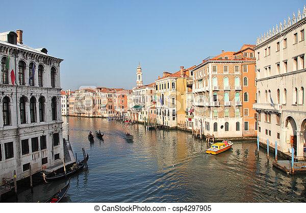 Gran canal en Venecia - csp4297905