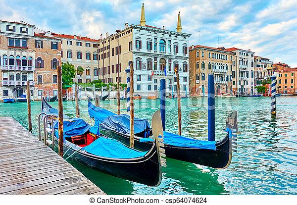 Gran canal en Venecia - csp64074624