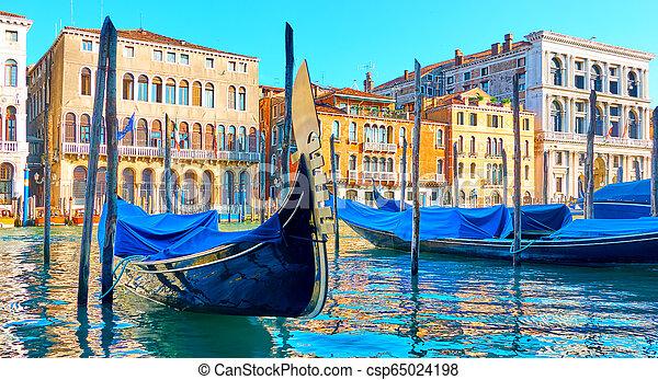 El gran canal en Venecia - csp65024198