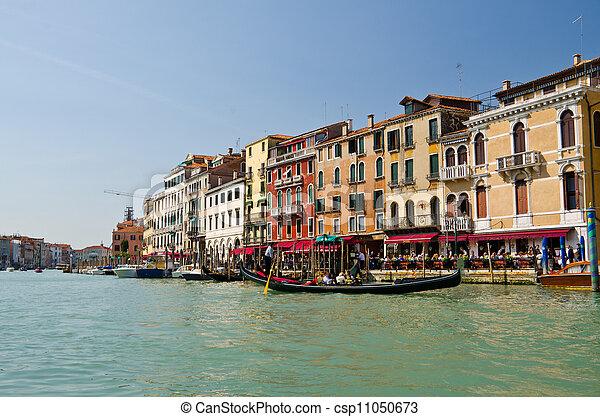 Gran canal en Venecia - csp11050673