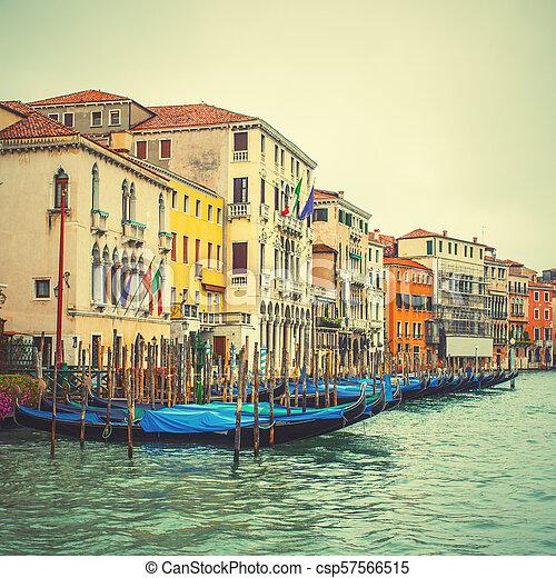 Gran canal en Venecia - csp57566515