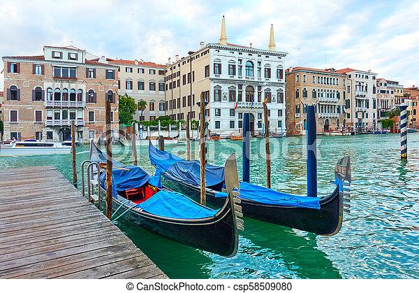 El gran canal en Venecia - csp58509080