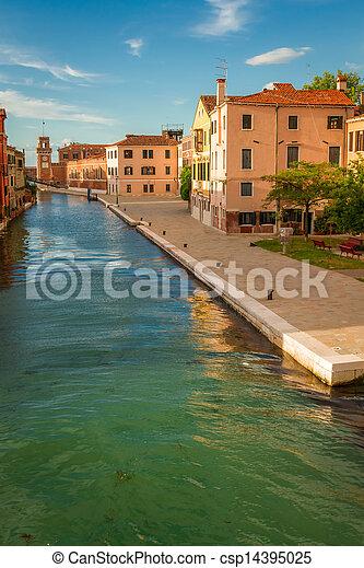 Sunset sobre el canal de Venecia - csp14395025
