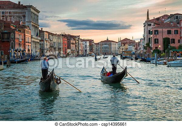 Sunset sobre el gran canal en Venice - csp14395661