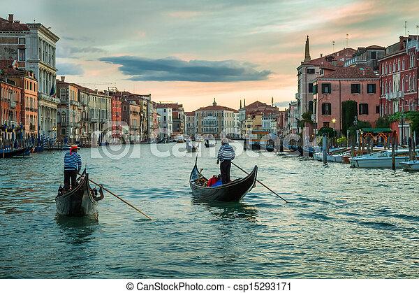 Sunset sobre el gran canal en Venice - csp15293171