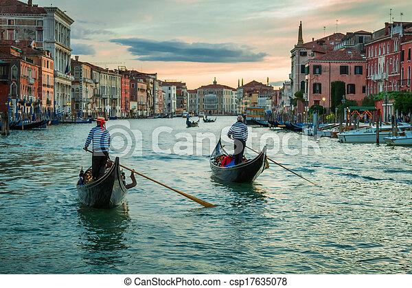 Sunset sobre el gran canal en Venice - csp17635078