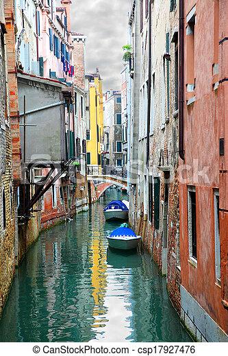 Canal en Venecia - csp17927476