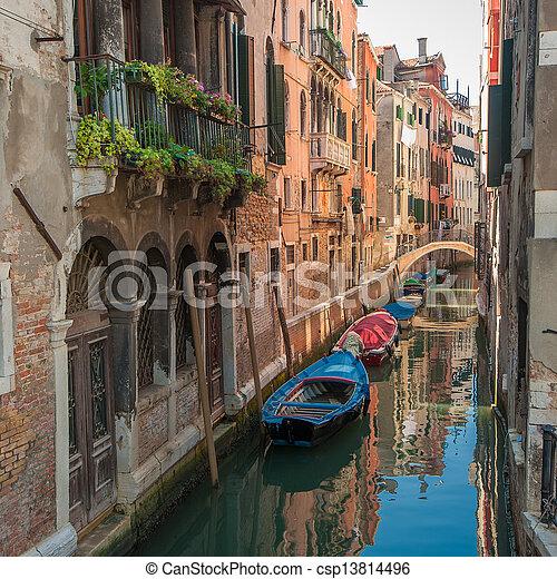 Canales de Venecia, Italia - csp13814496