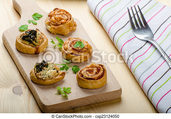 Canap?s puff pastry - csp23124050