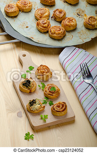 Canap?s puff pastry - csp23124052
