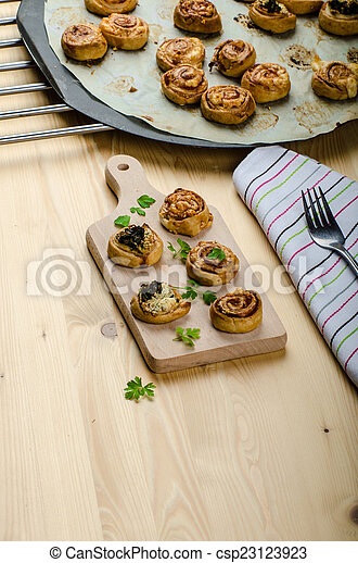 Canap?s puff pastry - csp23123923