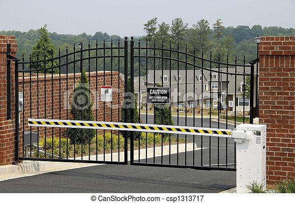 Fuoco comunit gated nuovo cancello sicurezza foto for Piani di garage free standing