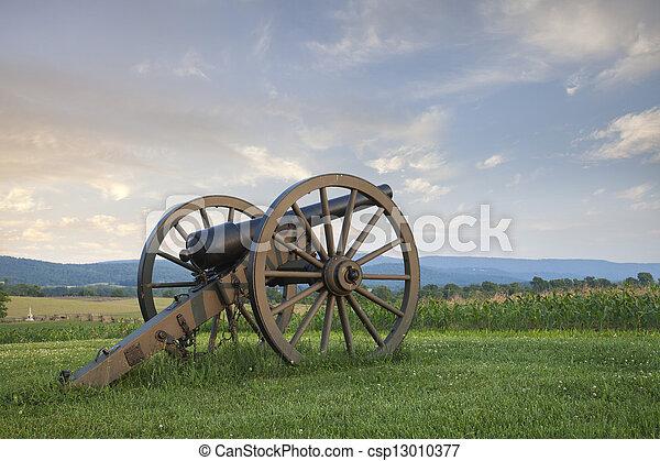 Cannon at Antietam (Sharpsburg) Battlefield in Maryland - csp13010377