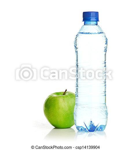 Una botella de agua con gas y manzana verde - csp14139904