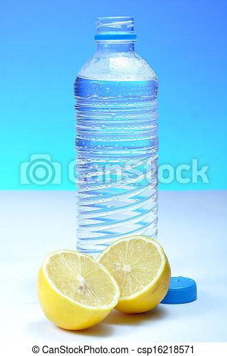 Una botella de agua - csp16218571