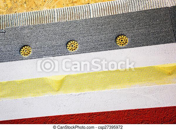 Las capas de construcción de muros de aislamiento para maltratar la eficacia de energía de una casa - csp27395972