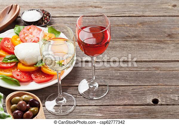 caprese salat, rose, weißwein, brille - csp62777342