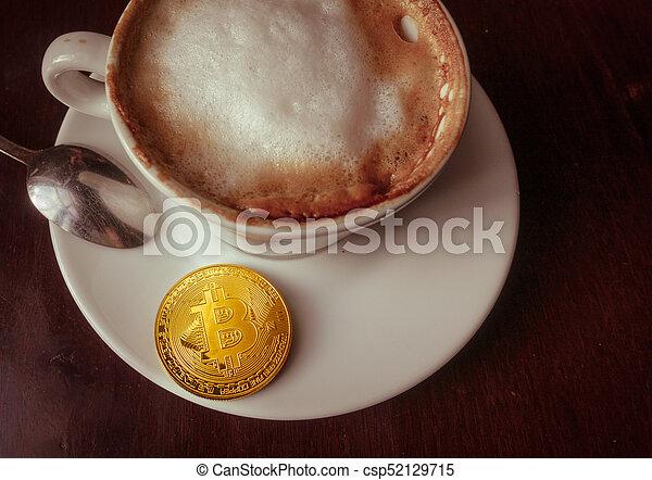 capuccino, monnaie, or, sommet, bitcoin, table, café, vue - csp52129715
