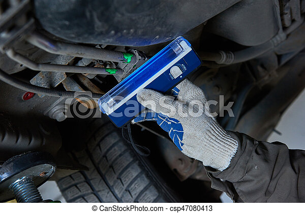Car air-conditioner servicing. detection freon leak with ultraviolet lamp - csp47080413